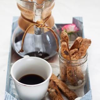 biscotti cioccolato bianco e albicocche secche