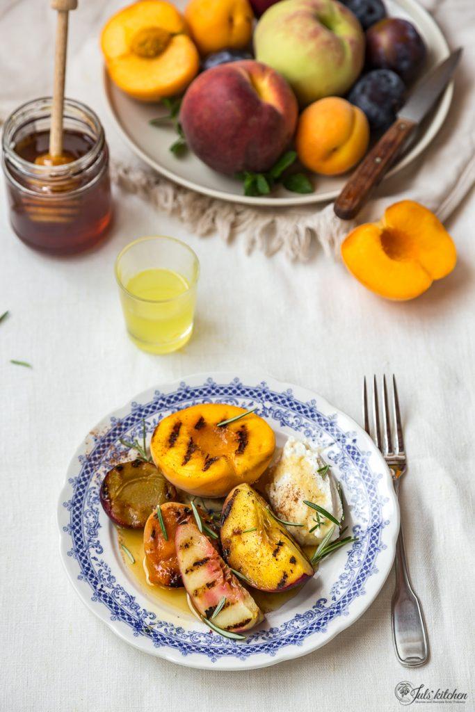 Frutta grigliata con la ricotta
