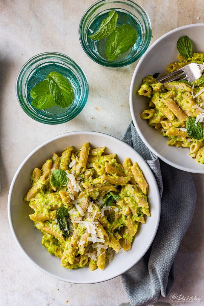 Pasta with zucchini and saffron